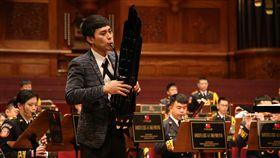 一兵黃文新擔任獨奏演出,與管樂團共同演出「笙」協奏曲 軍聞社提供
