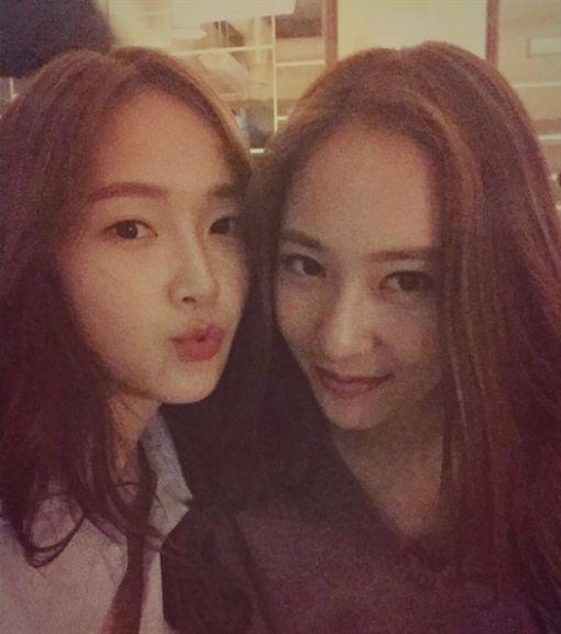 krystal和前少女時代成員Jessica是親姊妹。(圖/翻攝自Jessica Instagram)