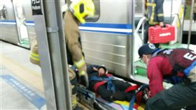 台鐵3202次潮州開往斗六區間車,一男子掉落鐵軌 圖/台鐵提供