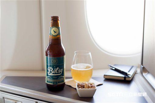 國泰航空推出全球首支專為高空享用的瓶裝啤酒,Betsy Beer。(圖/國泰提供)