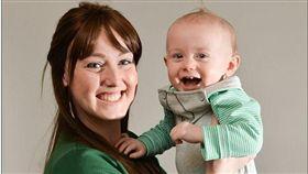 ▲年輕媽媽因兒子拒食母乳發現乳癌。(圖/翻攝自《每日郵報》) http://www.dailymail.co.uk/femail/article-4239808/Cancer-mother-claims-baby-son-saved-life.html