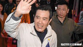 元旦升旗典禮,前總統馬英九低調於場外升旗 圖/記者林敬旻攝