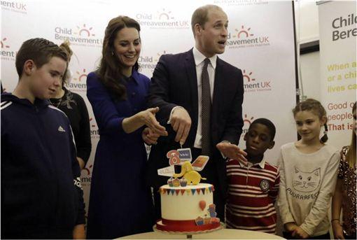 英國,皇室,回信,威廉王子,凱特王妃,查爾斯王子,每日郵報 圖/翻攝自臉書