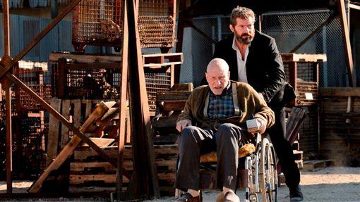 《羅根》,休傑克曼(Hugh Jackman),X教授,派屈克史都華(Patrick Stewart ) 圖/福斯提供