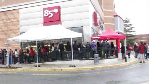 85度C賣麵包!新分店挑戰「星巴克總部」