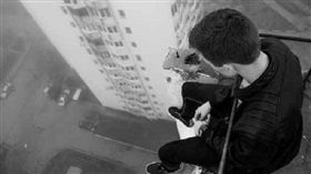 自殺、跳樓、吞藥、割腕、上吊/示意圖/達志影像/美聯社
