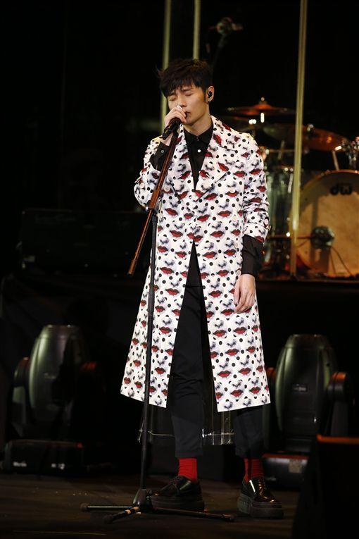 李榮浩香港開唱獻粵語經典曲 首上紅磡邀容祖兒當嘉賓合唱 圖/華納提供