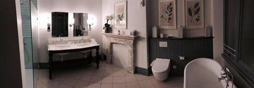 舒子晨透露浴室傳來女鬼的聲音。(圖/翻攝自舒子晨臉書)