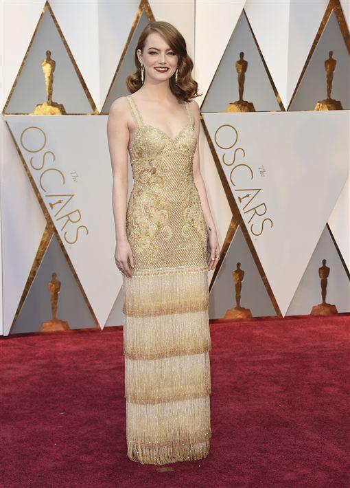 奧斯卡,星光大道,艾瑪史東(Emma Stone)以《樂來越愛你》(La La Land)入圍最佳女主角。(圖/美聯社/達志影像)
