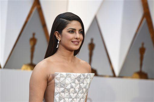 奧斯卡,星光大道,在美國走紅的印度女星琵豔卡(Priyanka Chopra)。(圖/美聯社/達志影像)02
