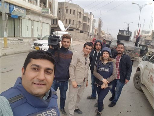 伊拉克魯道夫電視台(Rudaw)戰地女記者嘉德(Shifa Gardi)遭炸彈炸死。(圖/翻攝自@RudawEnglish Twitter)