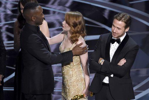 最佳影片(Best Picture)頒獎烏龍 《樂來越愛你》(La La Land)、《月光下的藍色男孩》(Moonlight) 圖/美聯社/達志影像