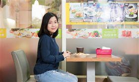 徐巧芯從小就在台北市八德路長大,這幾年的工作都圍繞著國民黨,生活圈也一直在八德路上打轉。