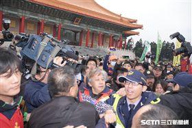 統一促進黨成員與台獨成員拳腳相向,228,統促黨,蔡丁貴,中正紀念堂 圖/記者林敬旻攝