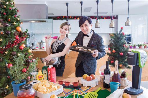 王仁甫、季芹大玩角色扮演慶祝這件事 圖/星恆娛樂提供