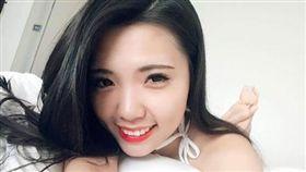 柯文哲隨行秘書 葉芝邑 戳戳妹 翻攝臉書
