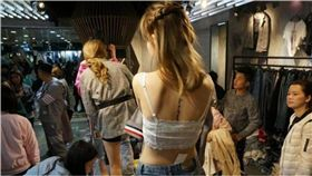 模特兒,穿版女模,大陸,杭州,服飾,服飾市場,試穿 圖/翻攝自網易