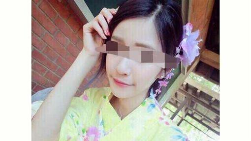 陳姓小模臉書美照。
