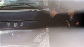 台北地方法院3日提訊涉及W飯店女模命案的「土豪哥」朱家龍(左),召開羈押庭。中央社記者鄭傑文 106年3月3日
