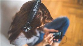 聽音樂,耳機,聽力,用手機,耳罩式,娛樂,休閒 圖/Pixabay