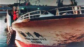 屏東琉球籍漁船興川吉號上個25日進緬甸卸貨後,被緬甸扣押在高當港,至今扣押1個多月,琉球區漁會3日接獲家屬通報後,已請外交部及漁業署了解及營救(中央社)