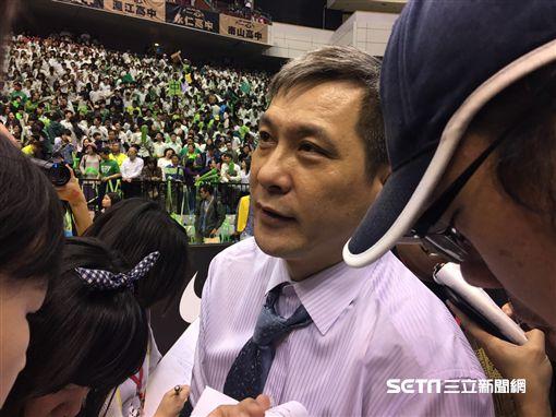 松山高中拿冠軍教練黃萬隆感性泛淚(圖/記者陳怡汝攝)