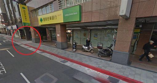 萬世大樓停車場出口斜坡/GoogleMap