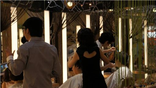 髮廊,推銷,剪頭髮,理髮,染髮,DCARD 圖/攝影者小秀子WE,®Flickr CC License https://goo.gl/49j447
