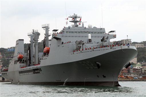 海軍106年敦睦遠航訓練支隊停泊基隆港口開放參觀,參與的磐石軍艦首次停靠基隆港。(記者邱榮吉/攝影)