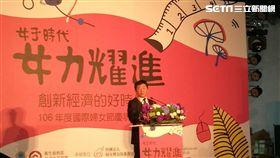 衛福部長陳時中今(8)早出席社家署為慶祝國際婦女節舉辦的「女子時代-女力耀進,創新經濟的『好』時代」活動。(圖/記者楊晴雯攝)