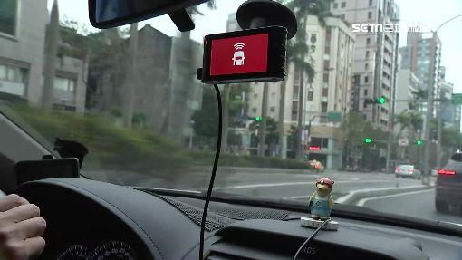 行車記錄器拚戰! 車距警示PK感應錄影