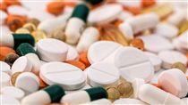 頭痛,疼痛,藥丸,藥物,藥片,處方 (圖/Pixabay)