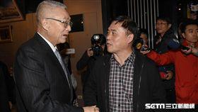 海峽兩岸公共事務協會春酒,郝龍斌與吳敦義握手致意 圖/記者林敬旻攝