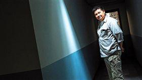 李惠仁出身電視台攝影記者,2008年下定決心辭職,開始不一般的獨立紀錄片拍攝之路。