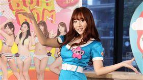 三上悠亞跳月薪嬌妻片尾曲「戀」裡面的舞。(記者邱榮吉/攝影)