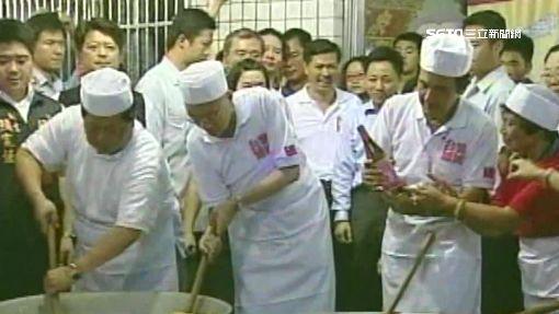 顏清標廚藝好! 直播穿圍裙握鏟做菜