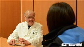醫師黃思誠表示,卵巢癌症狀不明顯,不少女性單純以為自己變胖,等到出現肚子痛、食慾不佳等情形,就醫才發現是卵巢癌。(圖/台北慈濟醫院提供)