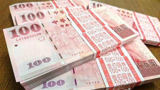 新年,新鈔,換鈔,百元,新台幣,鈔票/中央社記者江佩凌攝 106年1月20日