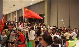 大陸遊客抵制南韓,舉五星旗占領泰國/網易