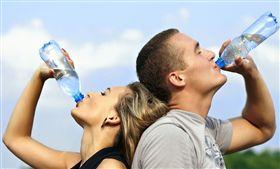 喝水,瓶裝水,開水 圖/Pixabay