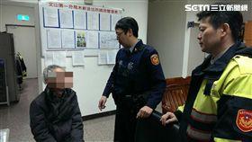 王姓退休老師遭詐騙集團以「假檢警」手法誘騙至郵局提領66萬元,卻被行員與警方聯手阻止(翻攝畫面)