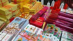 中國大陸哈爾濱政府下令禁止生產經營殯葬相關用品,喪事活動也不能燒紙錢、紙紮等「封建迷信」的喪葬用品。/翻攝自微博
