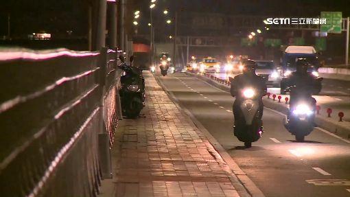 超車不當!華江橋10機車連環撞 7傷2送醫
