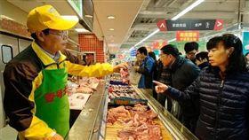 北京大學中文系畢業的陸步軒,17年前開始賣豬肉,如今他開的連鎖豬肉店遍及北上廣並挺進寧波,年營收達新台幣58億元。(圖取自寧波日報甬派客戶端pi.cnnb.com.cn)