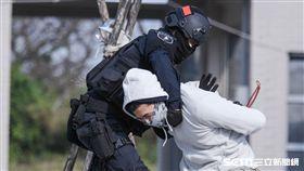 反恐訓練中心21日正式啟用,警方與憲兵特勤隊聯合操演 圖/記者林敬旻攝