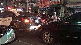 警車,撞車,車禍 圖/翻攝自爆料公社粉絲專頁