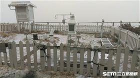 玉山下午2時05分起下雪了_氣象局
