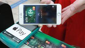 大賣場支援Apple Pay 家樂福再送星巴克