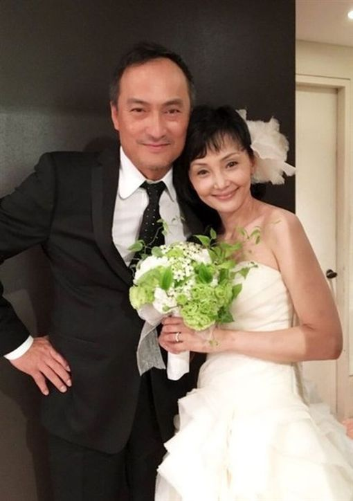 渡邊謙及其妻子南果步。(圖/翻攝自南果步推特)