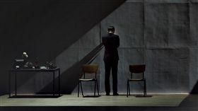 林奕華舞台劇作品《福爾摩斯‧心之偵探》(圖/翻攝自非常林奕華 Edward Lam Dance Theatre臉書專頁)